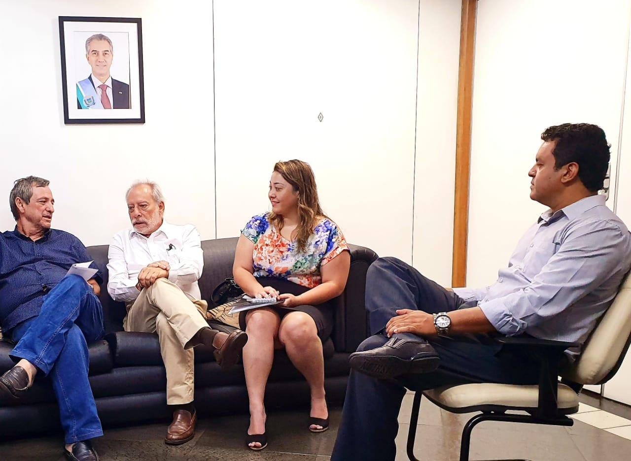 Bosco Martins e diretor Jurídico da Fertel, Danilo Magalhães, definem implementação do PMSI com assessor da CGE que coordena programa, João Francisco Arcoverde Lopez (Foto: Pedro Amaral)
